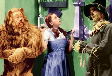 【保育絵本】名作「オズの魔法使い」に登場する魔女は何人?ドロシーの家につぶされた魔女は?