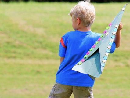 【保育遊び】よく飛ぶ紙飛行機の作り方と飛ばすコツ