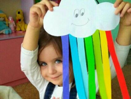 【1・2歳クラス】「虹」をテーマにした保育製作