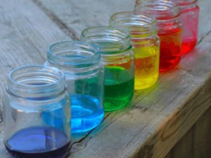 【保育】保育で色水遊びを楽しもう!色水づくりのために必要な材料と注意点