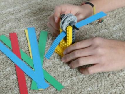 【幼児クラス】ブロックを使ってひと工夫!ガタガタ模様の素材作り