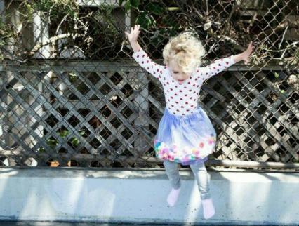 【発表会】劇やダンスに使えるポンポンチュチュスカート☆衣装にぴったりの絵本も